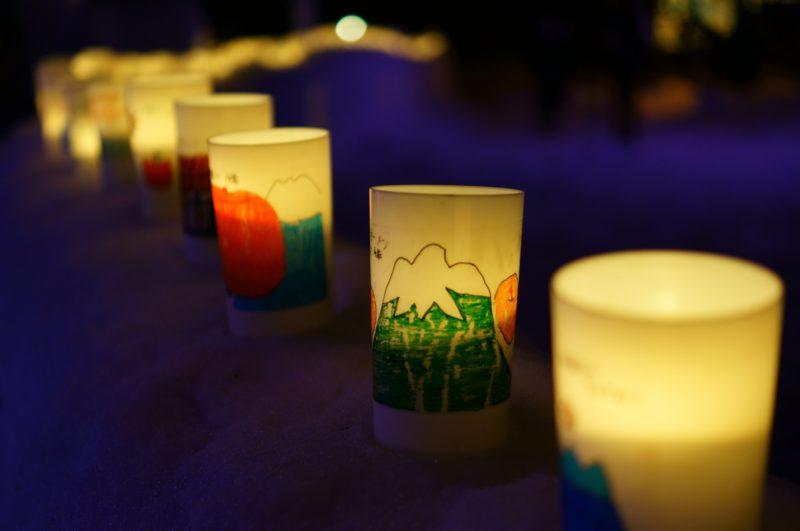 柔らかな光を放つキャンドル(Candles giving off a gentle light)