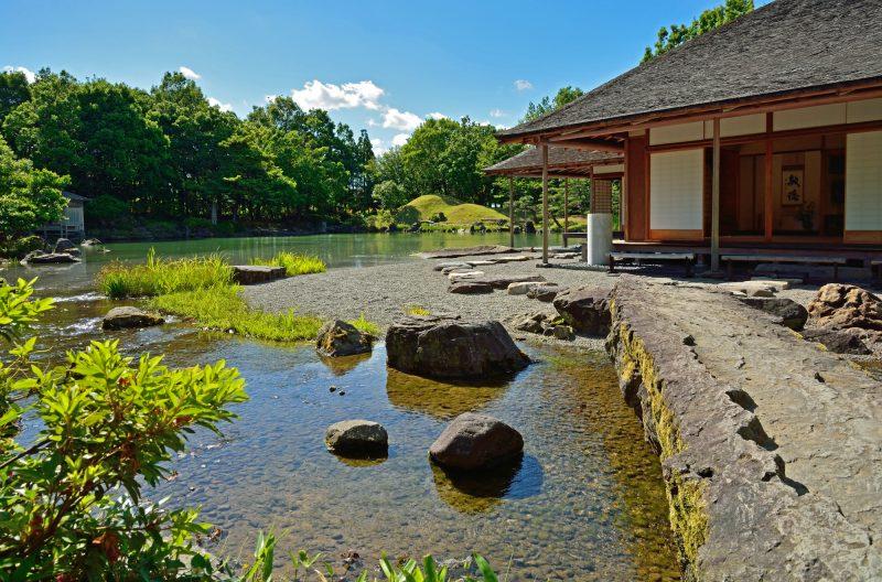 自然に囲まれた養浩館庭園(Yokokan Garden surrounded by nature)