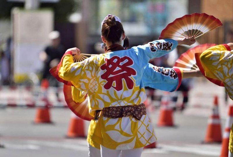 仙台青葉まつりの踊り子(A dancer performing in Sendai Aoba Festival)