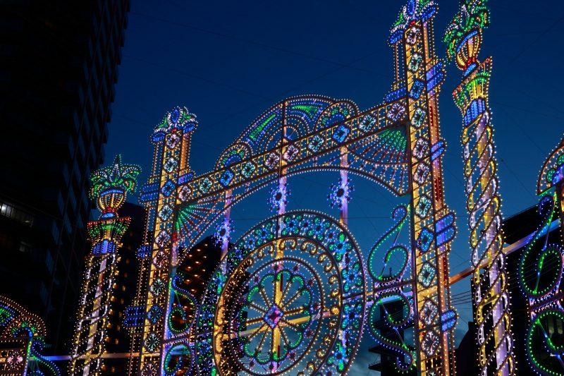 神戸の夜空を照らすイルミネーション(illuminations lighting up Kyobe's night sky)