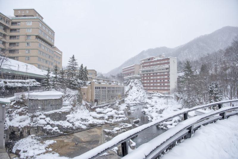 雪で覆われた定山渓温泉街(Jozankei Onsen town covered with snow)