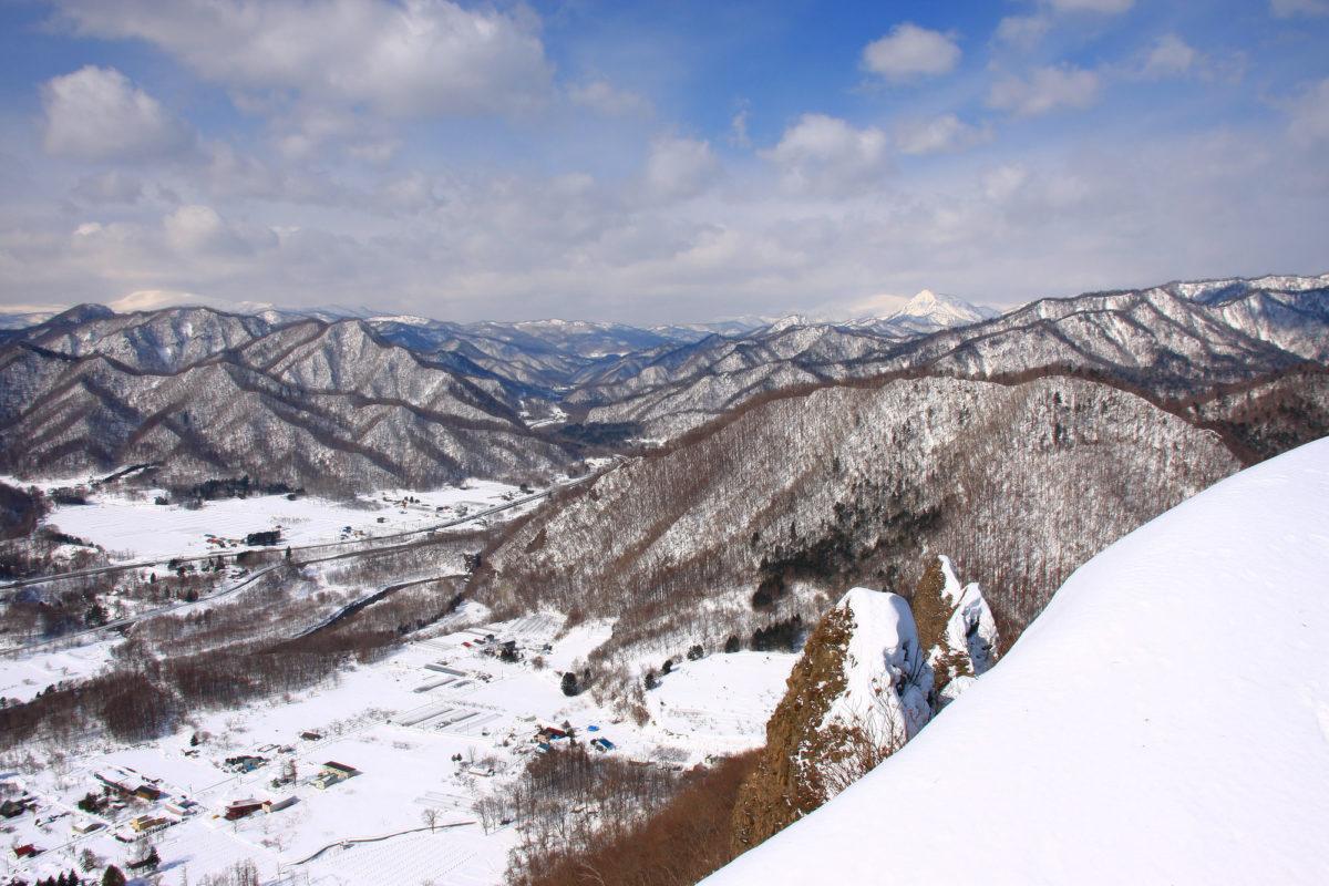 雪が降り積もった八剣山(Mt. Hakken having lots of snow)