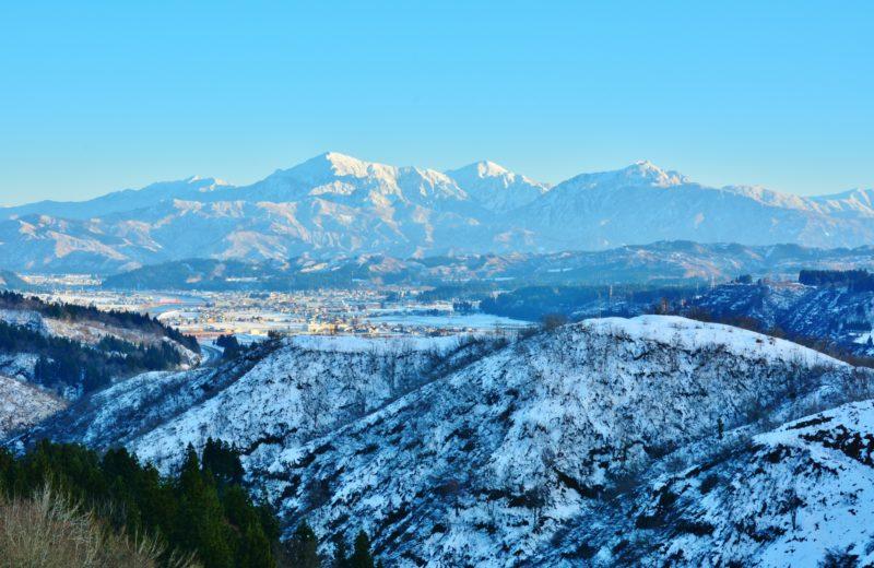 越後三山の冬景色 (Wintery Scenery of Echigo Sanzan)