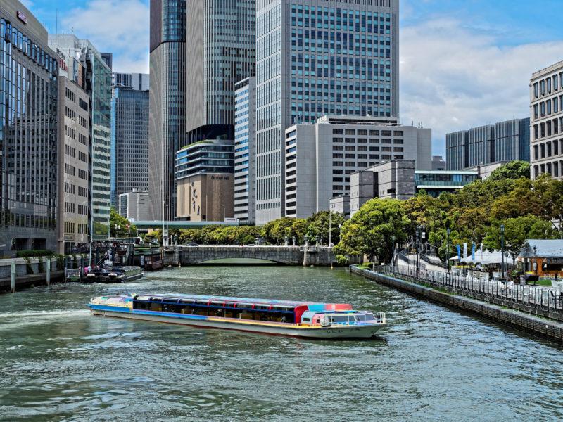淀屋橋と高層ビル群の景色(Scenery of Yodoya Bridge and skyscrapers)