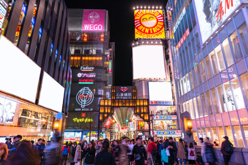 心斎橋筋商店街の入り口付近の様子(The scenery near the entrance gate of Shinsaibashi-suji Shopping Arcade)