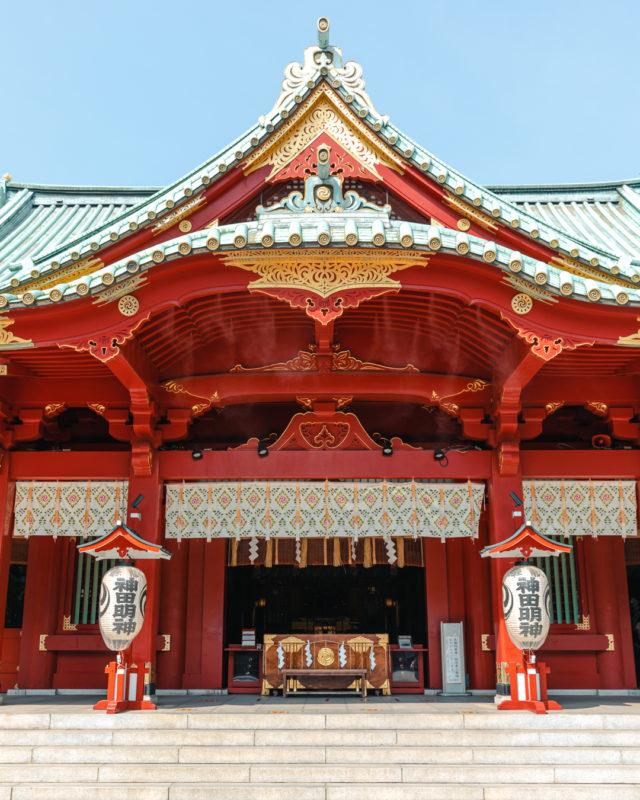 神田祭を主催する神社として有名。人気アニメやゲームにも登場する、1,300年の歴史を持つパワースポット「神田神社」