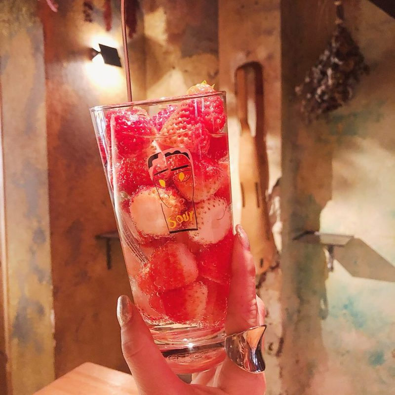京都・中京区で過ごす夜におすすめ。料理とお酒ほぼ全てがワンコインで堪能できる、地元民に人気の立ち飲み屋3選
