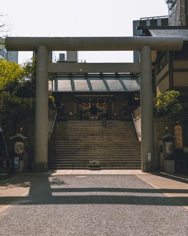 芝大神宮の白い鳥居(White Torii Gate of Shiba Daijingu Shrine)