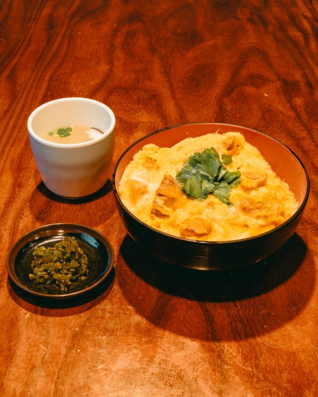 伊勢ろくの親子丼(Oyakodon offered by Iseroku)