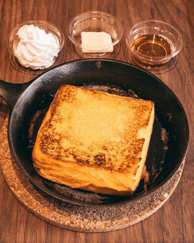BLUE LEAF CAFÉのフレンチトースト (French Toast offered by BLUE LEAF CAFÉ)