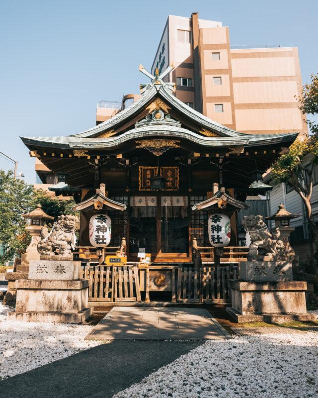 東京タワー付近の路地で発見。東京最古の神社といわれる「幸稲荷神社」