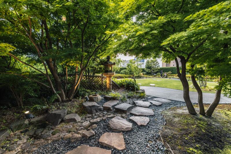 和の趣に包まれた穴場的癒しスポット!「歌舞伎座」の屋上庭園