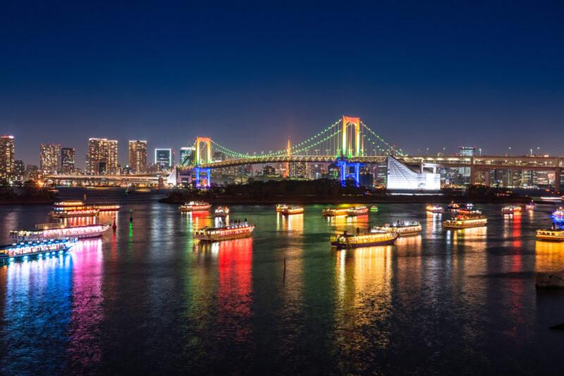レインボーブリッジと屋形船(Rainbow Bridge and Japanese Traditional Boat)