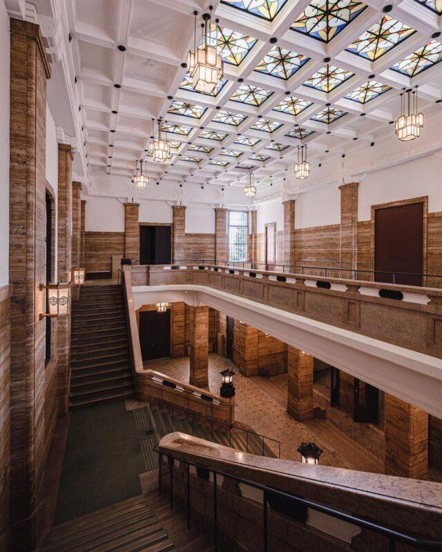 開館当初の建築美と現代的なデザインや機能融合した「京都市京セラ美術館」へ。関西を代表する美術館で様々なジャンルのアートを鑑賞しよう