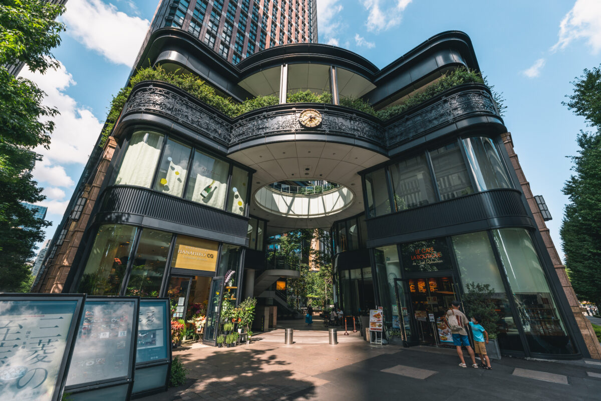 """Feel Relaxed with English-Style Garden """"Marunouchi BRICK SQUARE  Ichigokan Plaza"""" Surrounded by the Western Architecture and Skyscrapers"""