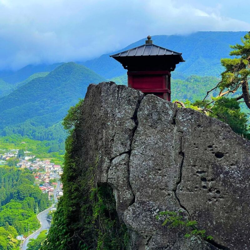 美しい里山に囲まれた、「山寺」周辺で秋の紅葉を満喫する観光コース