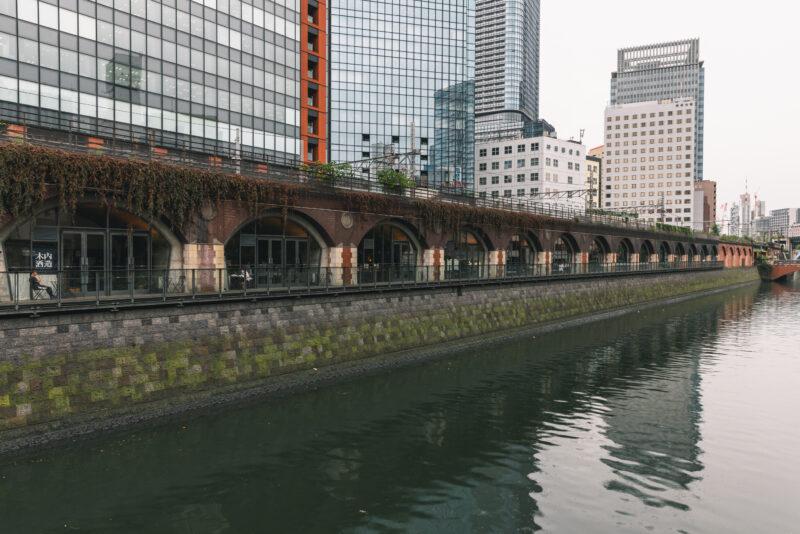 レトロなデザインが新鮮。歴史的遺構を活用した「マーチエキュート神田万世橋」